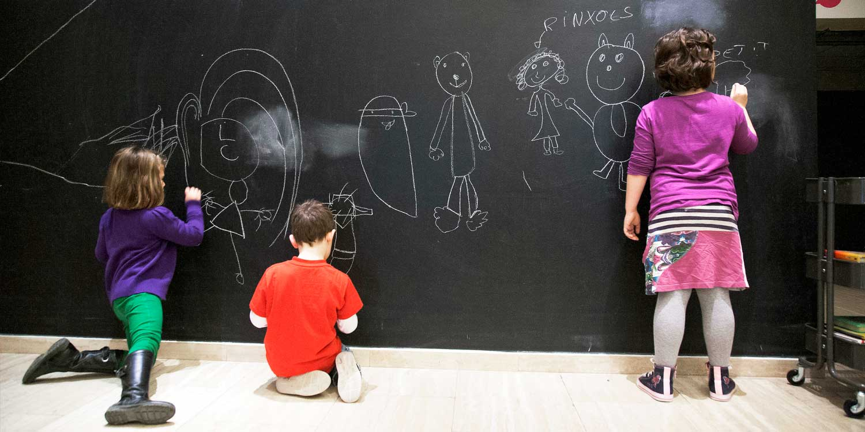 nens nenes pissarra teatre infantil